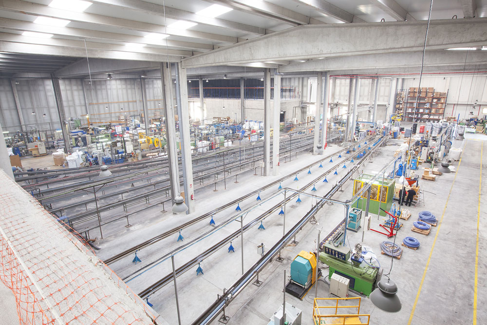 Projecte d'enginyeria per a una indústria de tubs de plàstic