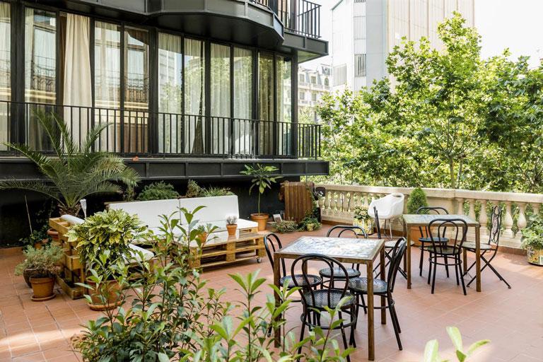 Pensió Bed and Breakfast de de 247m2 situat a l´históric edifici de les cases Ramon Almirall de Barcelona.