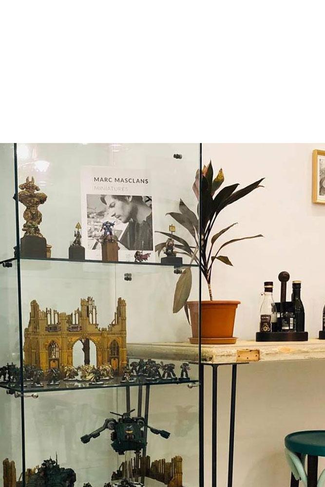 Interior bar il tramezzino, expositor miniatures warhammer